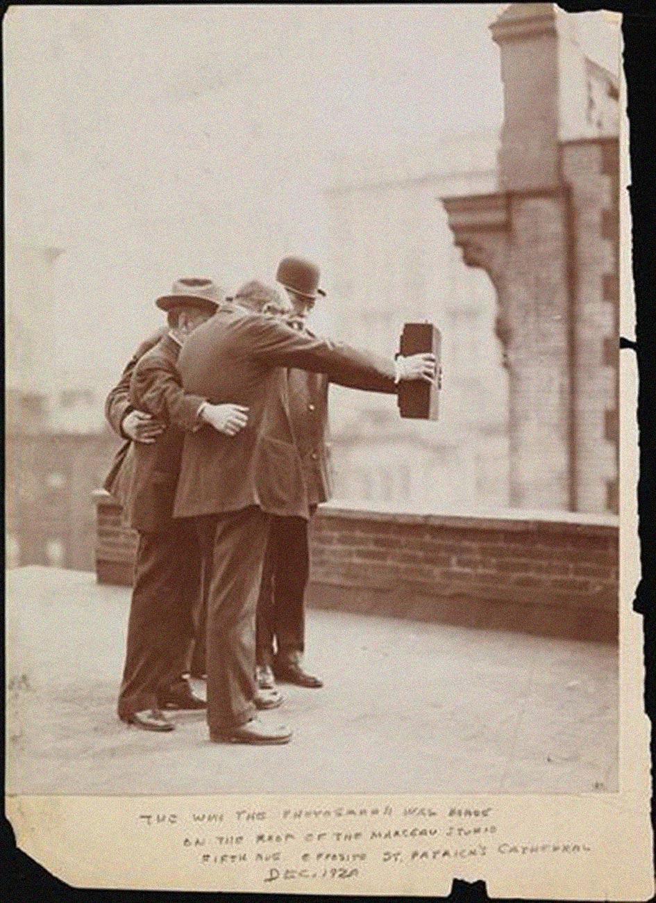 Origine Selfie 1920